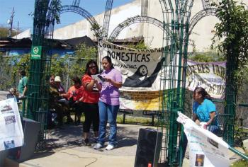 Guillermina Castellanos (left), with Esperanza Barajas, read a testimony of abuse of domestic work of one of the miembers of: United and Active Women during an act Labor Day at United Children Park on September 3. (photo by Claudia Reyes)