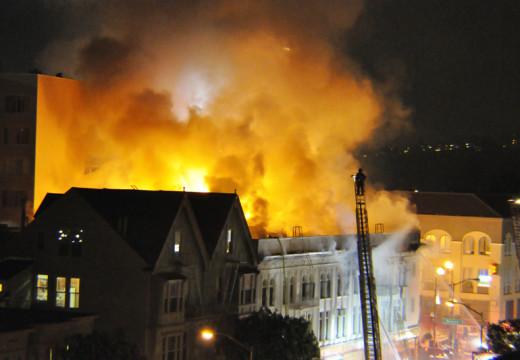 Conferencia de prensa en el fuego de San Francisco