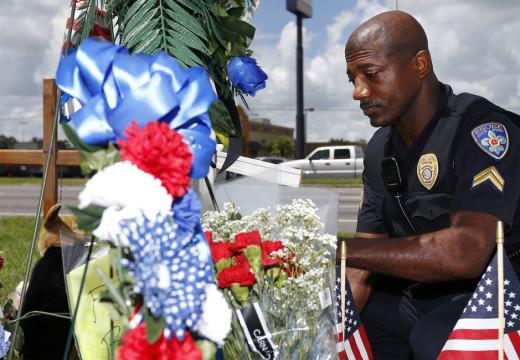 En un período 'inexplorado' de violencia, la policía cambia tácticas pero mantiene la perspectiva