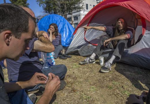 """""""¡Somos personas sin  hogar y votamos!"""""""