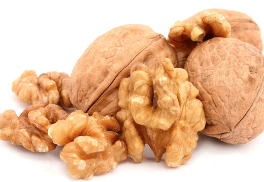 Why is it good to eat nuts every day?