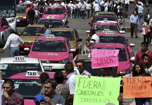 Uber drivers and taxis clash in Mazatlán
