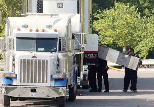 Why did 10 immigrants die in this truck in Texas?