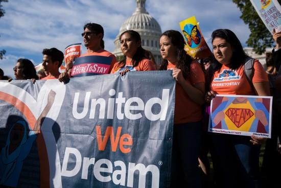 Trump exige que el Congreso financie el muro fronterizo a cambio de la estadía de los Dreamers