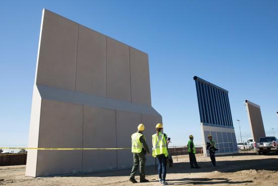 A la sombra de las paredes de Trump, los locales no se impresionan