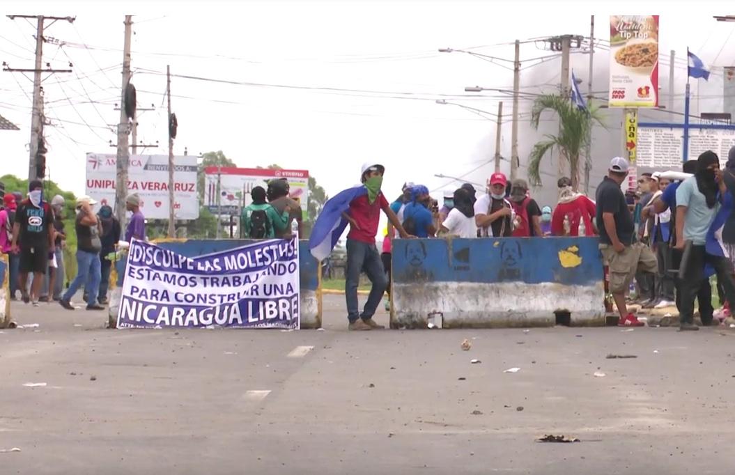 tranque_Frontpg_Pobladores colocan tranques en Ticuantepe en solidaridad con Masaya y Granada