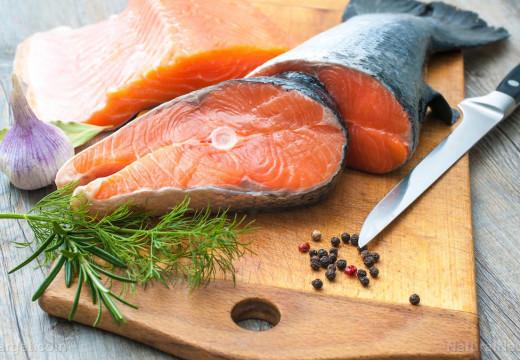 Comer pescado una vez por semana reduce a la mitad el riesgo de muerte súbita cardíaca