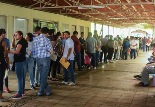 Huyendo de la persecución, los nicaragüenses huyen a Costa Rica, poniendo presión a la frontera