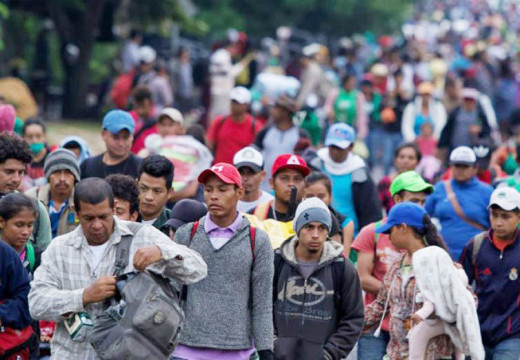 Migrants' caravan leaves Mexico City, bound for northern border