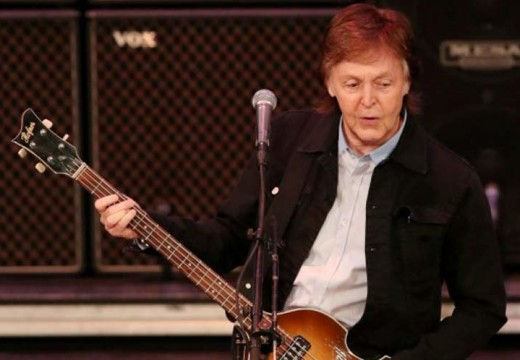 Applause for Paul McCartney, jeers for Sebastian Piñera in Chile