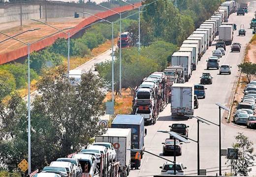 15 mil camiones varados en Ciudad Juárez, caos fronterizo entra en la semana No. 4