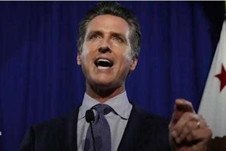 El gobernador de California, Newsom, pide el aislamiento en el hogar para todas las personas mayores, cerrar bares y límites de capacidad para restaurantes